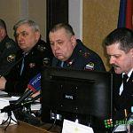 На телефон для поимки лидеров ОПС новгородцы жалуются на соседей