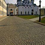 После падения на кремлёвской брусчатке юной новгородке наложили несколько швов