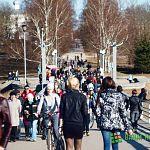 Воскресный репортаж: новгородцы вышли на променад