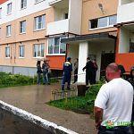 Читатели: на улице Волотовской оцепили подъезд