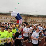 Новгородцы пробежали международный марафон «Белые ночи»