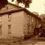 «Неужели здесь кто-то живёт?» – не перестают удивляться прохожие дому №4 на улице Тихвинской