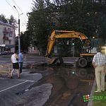 Фотофакт: выезд с Германа на Санкт-Петербургскую закрыт из-за аварии на водопроводе