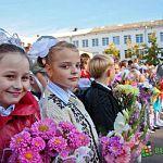 В новгородских школах в День знаний прошли торжественные линейки