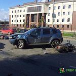 На Нехинской Renault Duster сбил мотоциклиста: фото