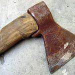 Боровичский разбойник орудовал в деревенском магазине топором