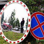Авария на Фёдоровском: разбитая машина и упавшее зеркало (фото)