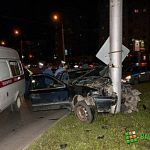 Ночная погоня в Западном микрорайоне: Ford врезался в фонарный столб