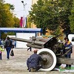 Фотофакт: возле Зала боевой славы устанавливают пушку