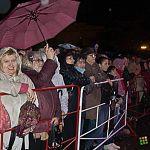Дождь новгородцам нипочём, когда речь идет о концерте звезд на площади