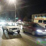 В Великом Новгороде скутерист объезжал пробку и сломал ногу