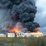 Завод в Малой Вишере сгорел из-за короткого замыкания