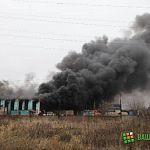 В Великом Новгороде горит автомобильный бокс