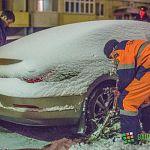 Фотофакт: эвакуация машин с улицы Шелонской