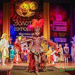 На карнавальный костюм новгородская мастерица пришила почти 15 тысяч пуговиц