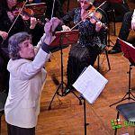 Вчера на концерте в честь Дня влюбленных в филармонии дирижеру пришлось петь
