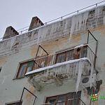 С начала зимы в Новгороде от неубранного снега и несбитых сосулек пострадали более 80 человек