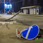 Ночью на проспекте Мира иномарка сбила дорожный знак и перевернулась