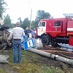 У «Руси» BMW столкнулся с автобусом, снёс фонарный столб и сбил женщину