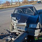 На Октябрьской автомобиль снёс бетонный столб