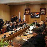 Новгородские депутаты вчера спасали «районки»