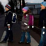 Новгородские автоперевозчики покупают для школьников фликеры