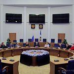 В новом году члены областного правительства почувствуют себя рыцарями круглого стола