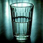 Три человека умерли в Любытинском районе, отравившись жидкостью для омывания стёкол