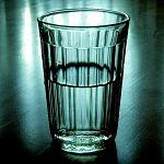 От отравления жидкостью из «Чёрного кота» в Любытине умерли шесть человек, седьмая – ослепла