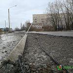 Фотофакт: в Великом Новгороде «Урал» сбил столб