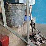 Маловишерцы жалуются на «рабство»: убирая подъезды за 4000 рублей, люди не могут дождаться зарплаты