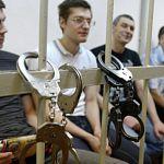 Сегодня огласят приговор по «Болотному делу»: люди два с половиной часа скандируют под окнами суда «Свободу»