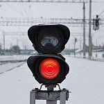 В Новгородской области водитель из-за яркого солнечного света столкнулся с тепловозом