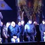 Украинские СМИ: сотрудники «Беркута» просят прощения на коленях