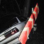 В Боровичах 82-летний водитель без прав и пьяный сел за руль, чтобы въехать в дерево
