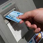 В Новгородской области 62-летняя женщина похитила деньги с карточки