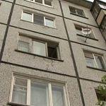 В Великом Новгороде мужчина разбился, упав из окна
