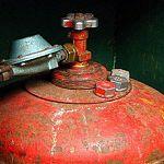 Под Великим Новгородом на крыше дома взорвался газовый баллон