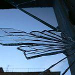 Окна Пестовской ЦРБ хулиганы бьют камнями