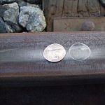 В Новгородской области школьники нашли время положить монеты на рельсы