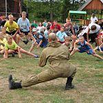 «Зарядка со стражем порядка»: ОМОН играет с детьми в детских лагерях