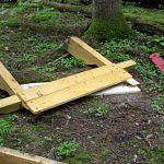 Экотропа национального парка «Валдайский» подверглась нападению вандалов