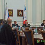 На флаге и гербе в зале, где заседал Геральдический совет, нашлись нарушения