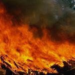 В Малой Вишере сгорело общежитие, в котором были размещены погорельцы
