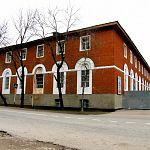 В Новоселицах Новгородской области начало разваливаться здание Аракчеевских казарм