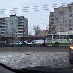 В Великом Новгороде водитель автобуса «собрал» три легковушки