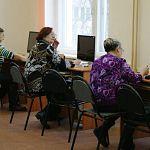 Новгородские бабушки и дедушки сели за компьютеры