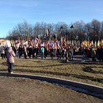 Сотни человек пришли на Софийскую площадь отпраздновать присоединение Крыма