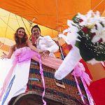 Некоторые новгородцы просят, чтобы их поженили на воздушном шаре или в самолёте