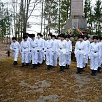 Якутские школьники в память о земляках, погибших на Ильмене, переоделись в белое